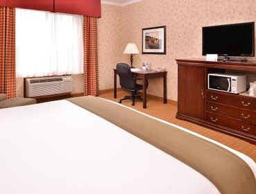 Апартаменты Holiday Inn Express Hotel & Suites Albany