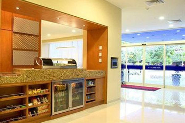Hampton Inn by Hilton/ GuadalajaraExpo - 12