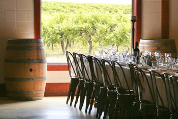One Paddock Currency Creek Winery Villas - 15