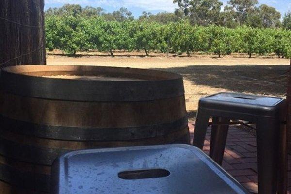 One Paddock Currency Creek Winery Villas - 17