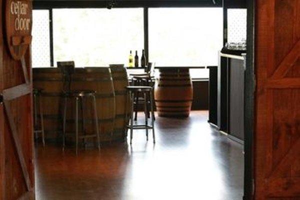 One Paddock Currency Creek Winery Villas - 8