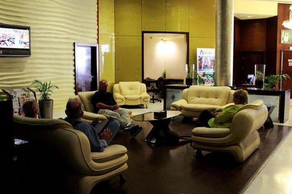 Tulip Creek Hotel Apartments - фото 9