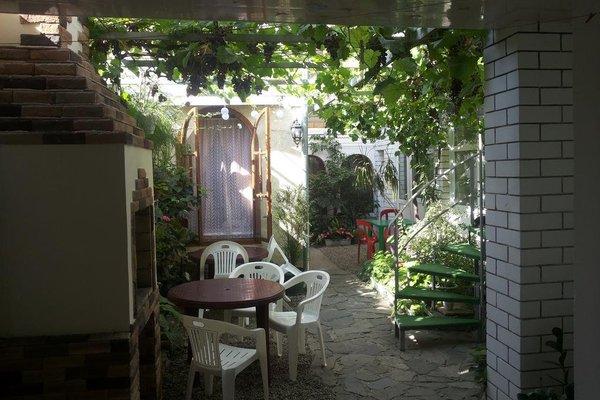 Уютный дворик - фото 20