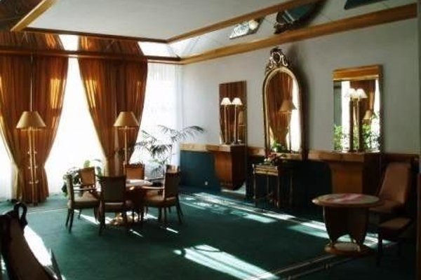 Hotel Three Lilies - 8