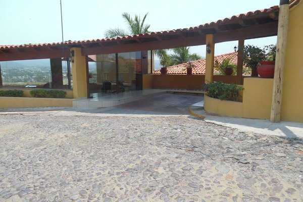 Plaza Tucanes Manzanillo - фото 16