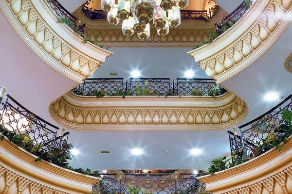 Landmark Plaza Hotel - фото 17