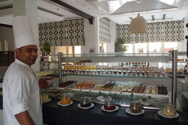 Al Hamra Fort Hotel and Beach Resort - 12