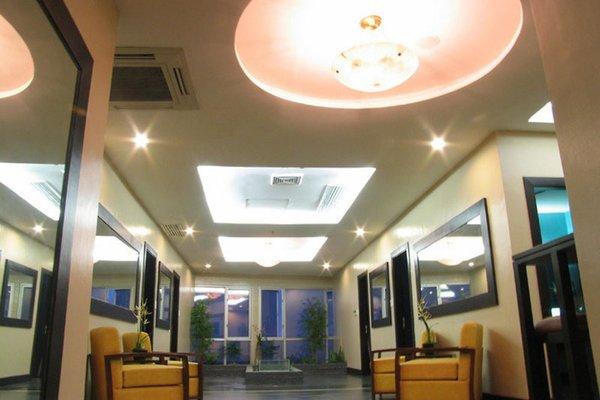 Crown Regency Hotel & Towers - фото 13
