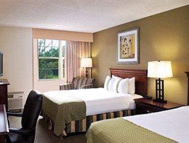 Апартаменты Holiday Inn Hotel & Suites Newport News