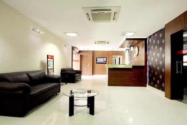 NGH Transit Hotel - фото 11