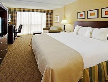 Апартаменты Holiday Inn Hotel and Suites Beaumont-Plaza I-10 & Walden