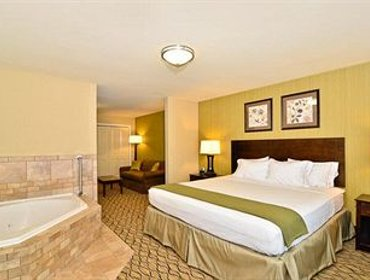 Апартаменты Holiday Inn Express and Suites Williston