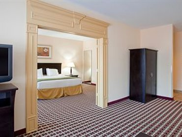 Апартаменты Holiday Inn Express Hotel & Suites Laurel