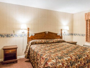Апартаменты Econo Lodge Inn & Suites Groton