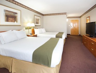 Апартаменты Holiday Inn Express Hotel & Suites Colby