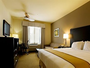 Апартаменты Holiday Inn Express Hotel & Suites Shamrock North
