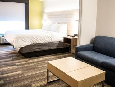 Апартаменты Holiday Inn Express Hotel & Suites Sedalia