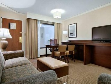 Апартаменты Embassy Suites Tysons Corner