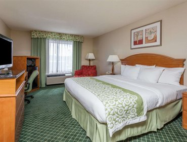 Апартаменты Days Inn & Suites Detroit Warren/Sterling Heights