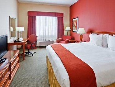 Апартаменты Holiday Inn Express Hotel & Suites Manchester Conference Center