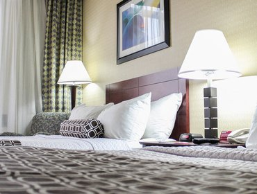 Апартаменты Crowne Plaza Cleveland Airport