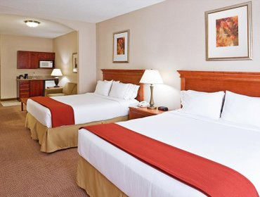 Апартаменты Holiday Inn Express Hotel & Suites Detroit-Utica