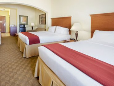 Апартаменты Holiday Inn Express Hotel & Suites Zapata
