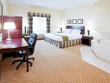Апартаменты Holiday Inn Express Hotel & Suites - Concord