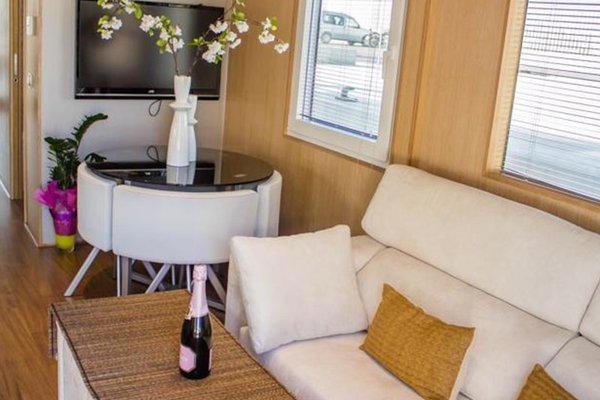 Premium Hotel Floating - фото 5