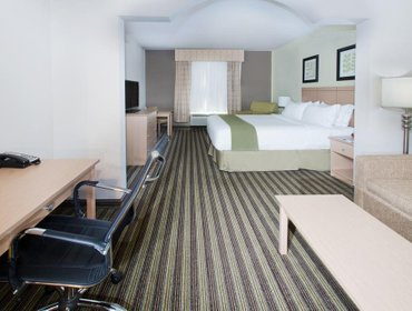 Апартаменты Holiday Inn Express Hotel & Suites Alvarado