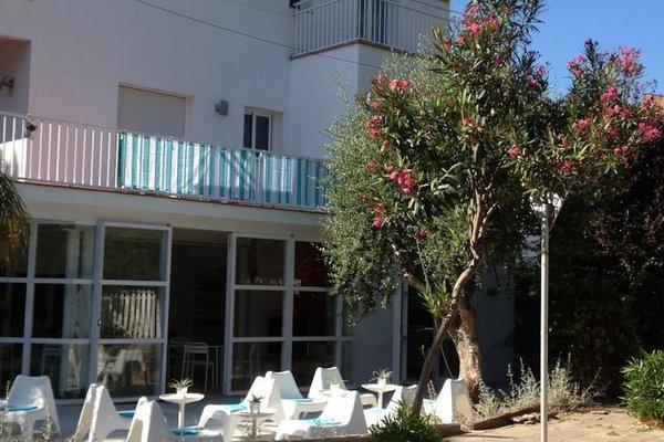 Babalu Sitges Beach Hostel - фото 11