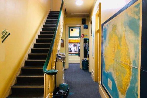 Yellow Submarine Backpackers - фото 9