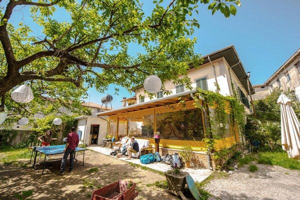 Shkodra Backpackers Hostel - Mi Casa es Tu Casa - фото 21