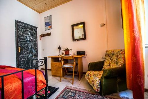 Shkodra Backpackers Hostel - Mi Casa es Tu Casa - фото 8
