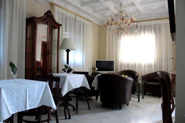 С общей террасы отеля типа «постель и завтрак» - фото 11