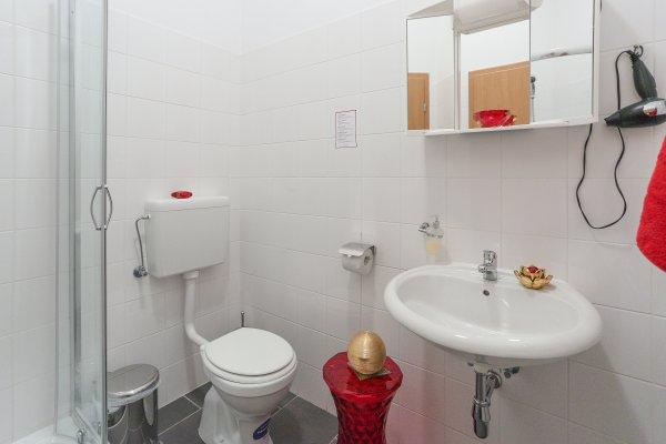 Queens Apartments - фото 10