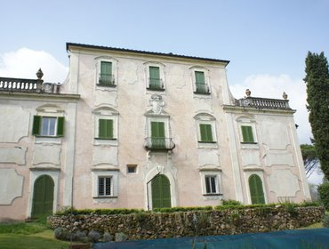 Apartments 2 Bedroom House in Pistoia