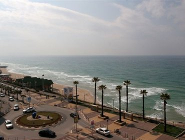 Apartments Seaside 4 Room Apartment, Bat-Yam