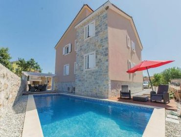Гестхаус Holiday home Biograd 82 with Outdoor Swimmingpool