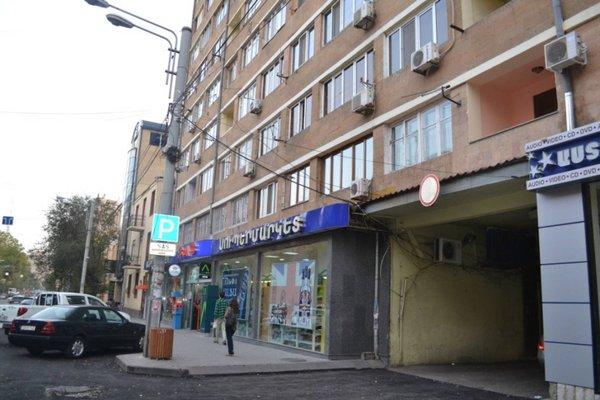 Kentron Apartment at Tumanyan - фото 23