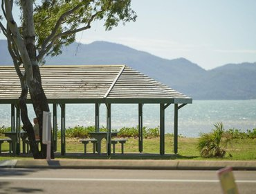 Гестхаус Rowes Bay Beachfront Holiday Park