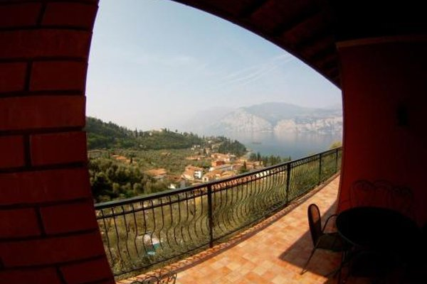 Large Home with Enchanting Lake View - Loncrini - фото 17