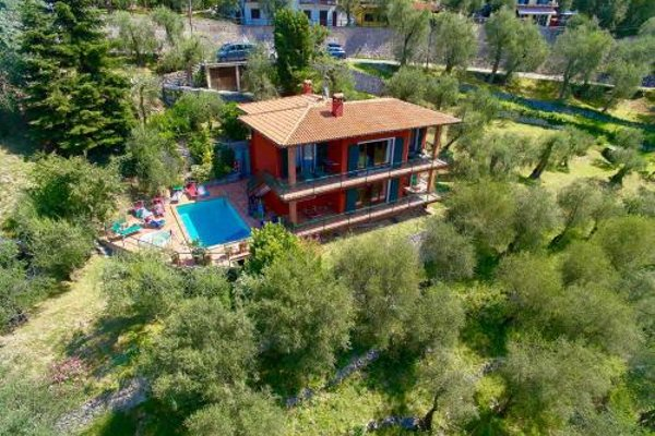 Large Home with Enchanting Lake View - Loncrini - фото 5