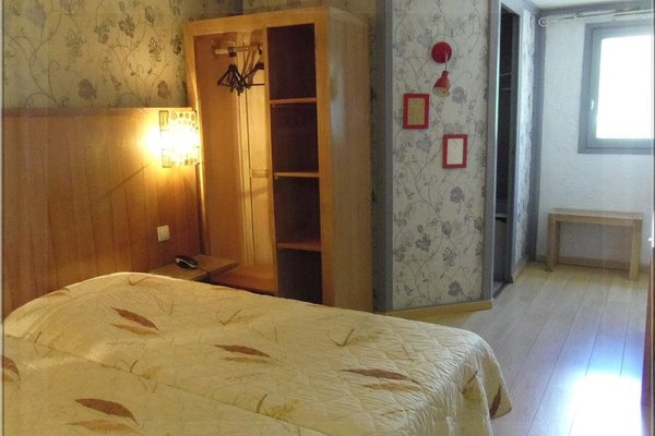 Aix Hotel - фото 13