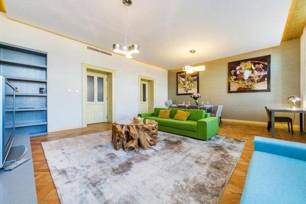 Bellevue Apartment - 11