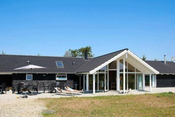 Five-Bedroom Holiday home in Hojslev - 14