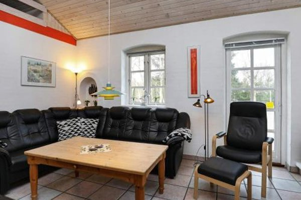 Four-Bedroom Holiday home in Blavand 1 - фото 3