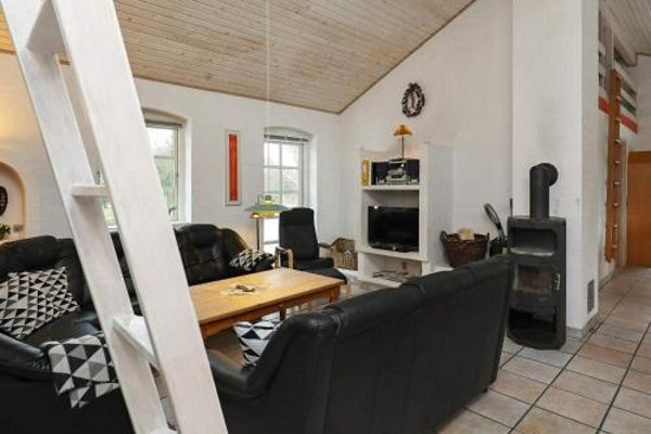 Four-Bedroom Holiday home in Blavand 1 - фото 4