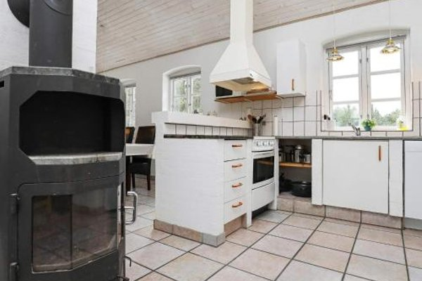 Four-Bedroom Holiday home in Blavand 1 - фото 7