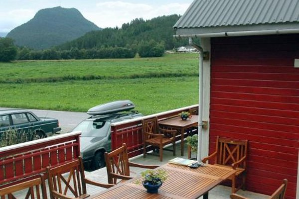 Three-Bedroom Holiday home in Isfjorden - фото 10